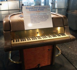 1970s-boeing-747-wurlitzer-piano_865