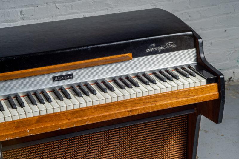 1972 Rhodes 7055 Student-3